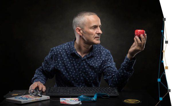 Cyrille Sanson et la tomate © Pierre Beteille