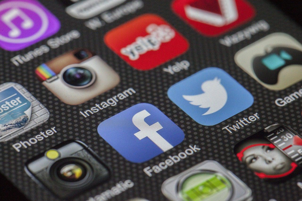 Icônes de réseaux sociaux.